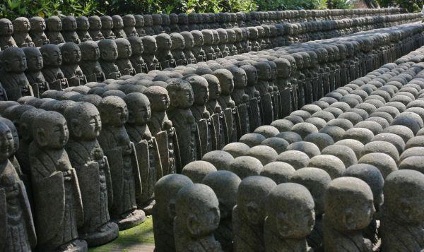 JAPONIA 10_lii_9441205_1001-c--lug--r-statui-mici-budha-din-templul-kamakura--japonia.jpg