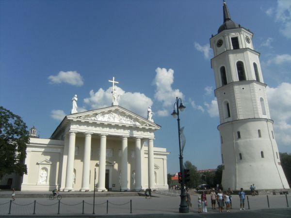 LITUANIA 10_lii_9621522_tarile-baltice-lituania-vinius-villnius-catedrala-estival.ro-circuite.jpg