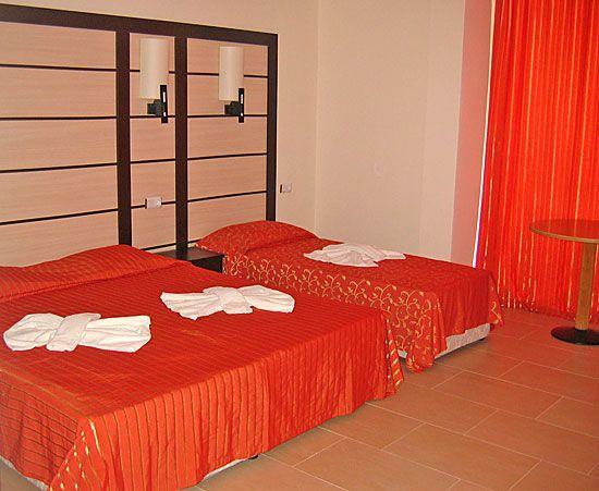 CAZARE BULGARIA 2020 HOTEL TIA MARIA 3*+ 11_hoteluri_7602590_bulgaria-sunny-beach-hotel-tia-maria-camera-dubla-1.jpg